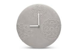 Mensch Made - CONCRETE LACE CLOCK Wanduhr aus Beton - 1