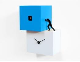 Designer Kuckuckuhr Strong cucù in Blau. Mit Kuckuckruf, handgefertigt aus Holz. Modernes Design -