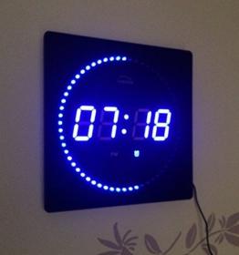 LED digitale Wanduhr mit Temperatur Alarm und Uhrzeit 32 x 32 cm (blau) -