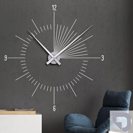 DESIGNSCAPE® Wandtattoo Uhr Moderne Zeit | Innovative Wanduhr 93 x 100 cm (B x H) silber inkl. Uhrwerk silber, Umlauf 90cm DW813097-L-F25-SI -