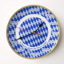 Geschenkbox Bayerische Rückwärtsuhr Wanduhr Rückläufige Uhr mit bayerischen Zahlen in Mundart, Blau-weiße Raute, ø 19 cm - 1