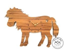 Mr. & Mrs. Panda Wanduhr Pony - Pony, Pferd, Wiese, Bauernhof, Reiterhof, Reiterferien, Sattel, Reiten, Pferdeäpfel Wanduhr, Uhr, Kinderuhr, Kinderzimmer, Wanddeko, Deko, Geschenk, Clock, modern, Schenken, Zeit, Einrichten, Uhrwerk, Wohnzimmer, Holz - 1